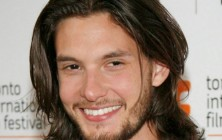 naturally curly hairstyles for men