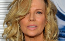 kim basinger medium wavy hairstyle