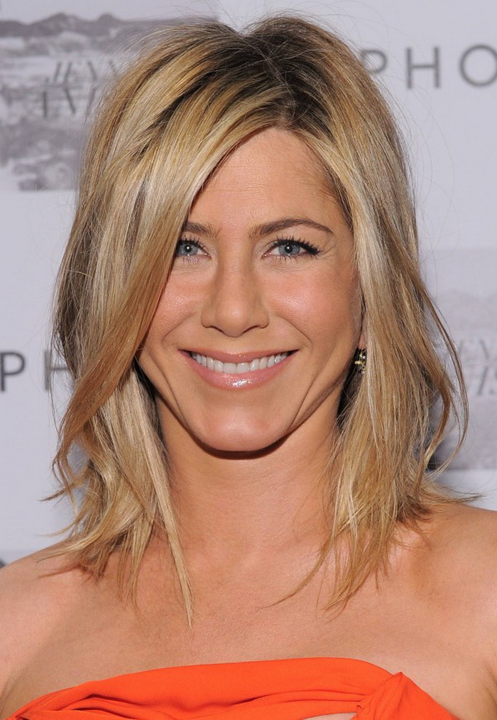 2014 fall- winter 2015 Jennifer Aniston medium hairstyles