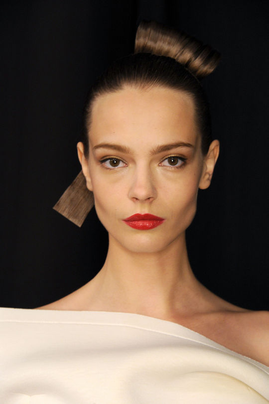 Carolina Herrera NYFW hairstyles 2015 - Creative top knot