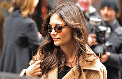 Katie Holmes hairstyles 2014: street style loose waves