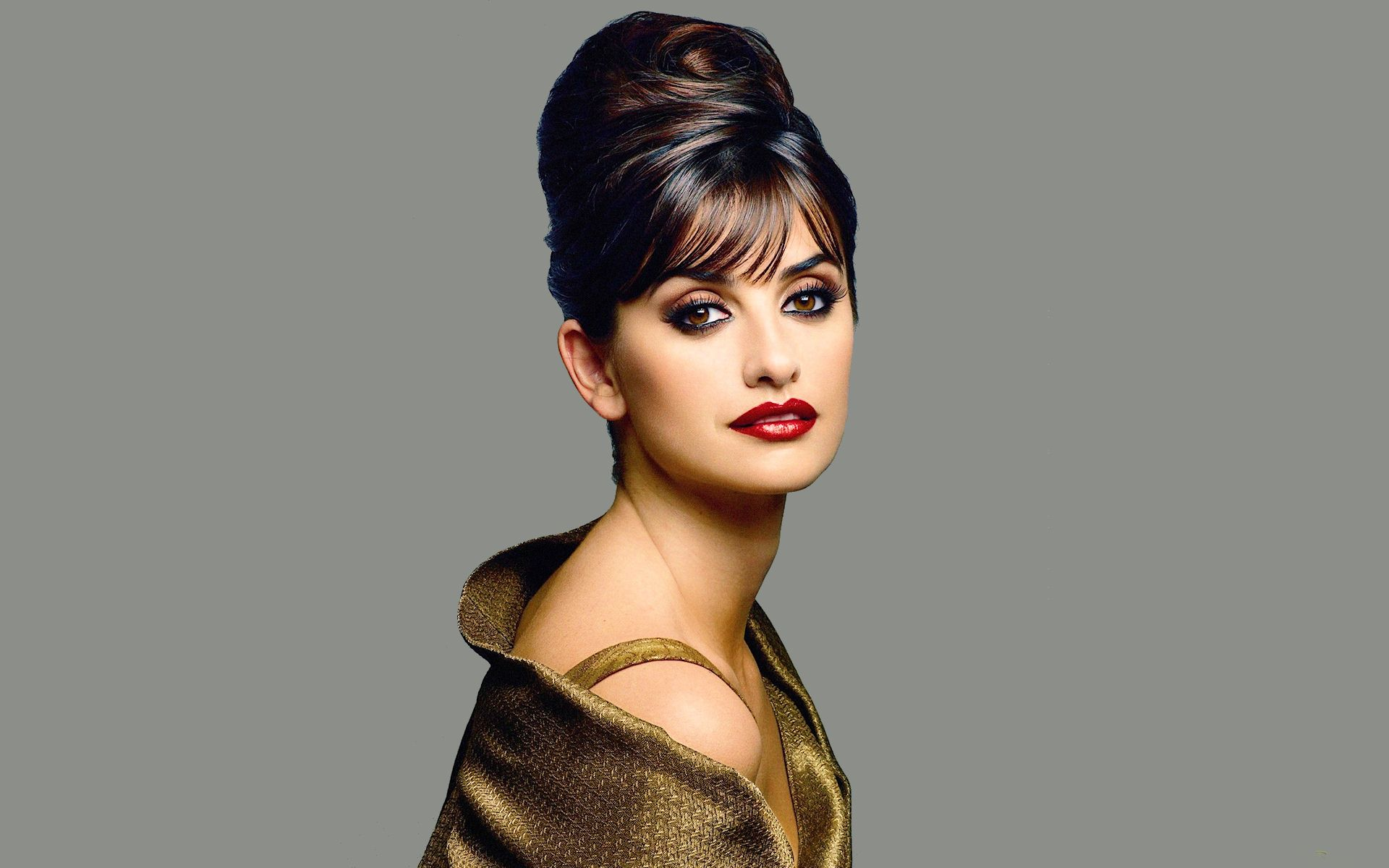 Penelope Cruz high bun hairstyles