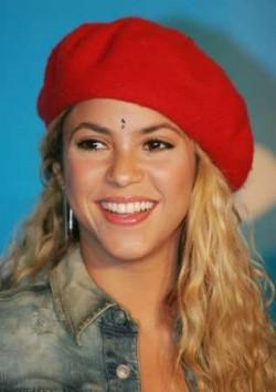 Shakira beret and hairstyles 2015