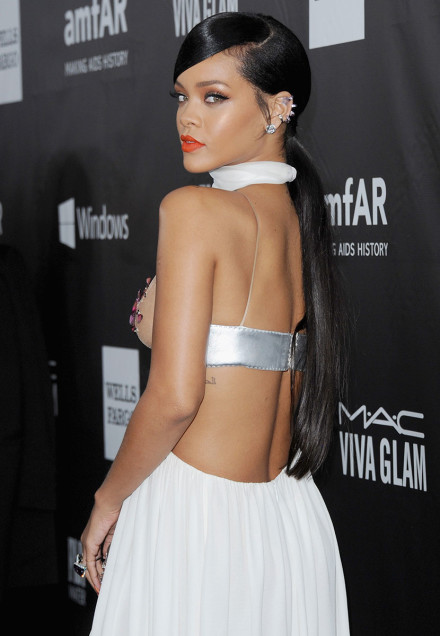 Rihanna matte lipstick and low ponytail hairstyles 2015