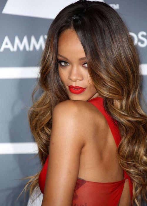 Rihanna bombshell curly hairstyles 2015