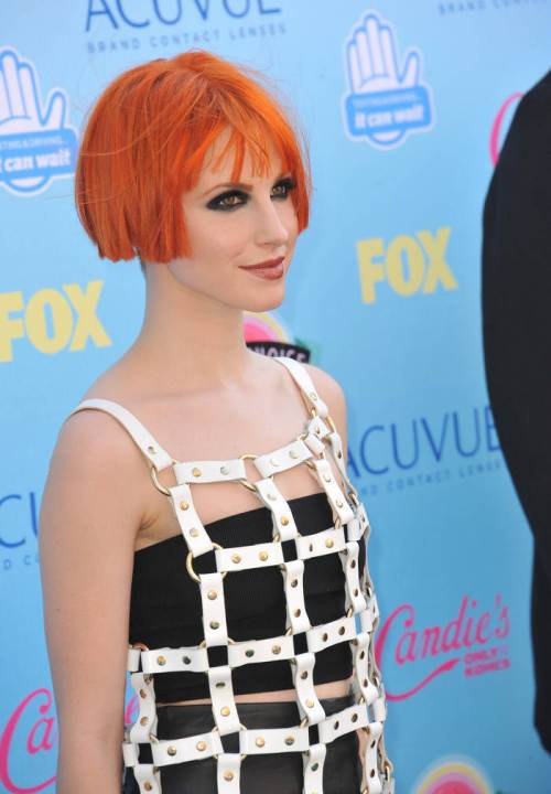 Hayley Williams short red bob hairstyles 2015