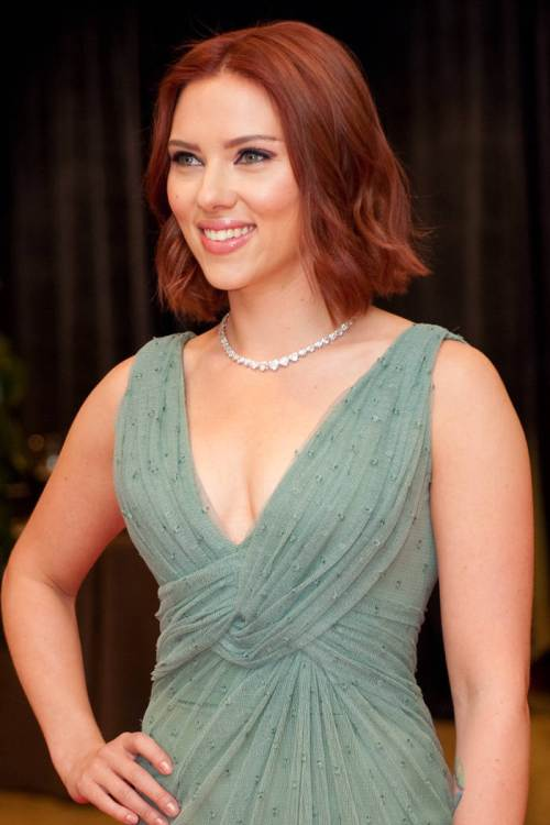 Scarlet Johansson short red bob hairstyles 2015