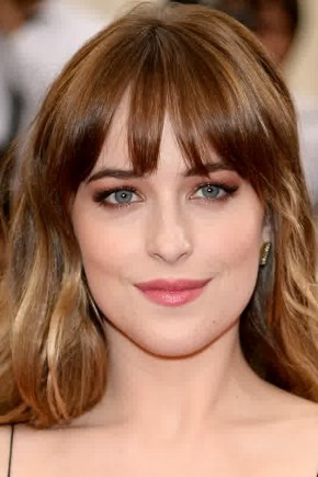 Dakota Johnson brown hair with blonde highlights 2015