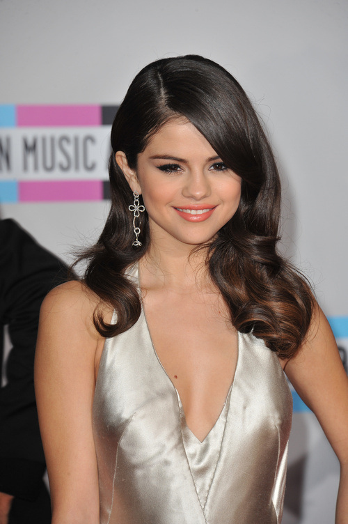 Selena Gomez Celebrity Hairstyles For Spring 2015
