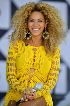 Beyonce celebrity curly hairstyles 2015