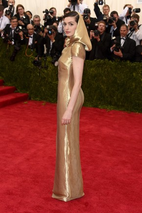 Anne Hathaway Met Gala 2015 Hairstyles