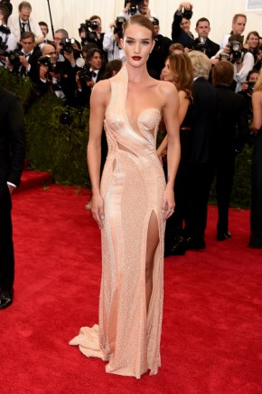 Rosie Huntington Whiteley Met Gala Hairstyles 2015