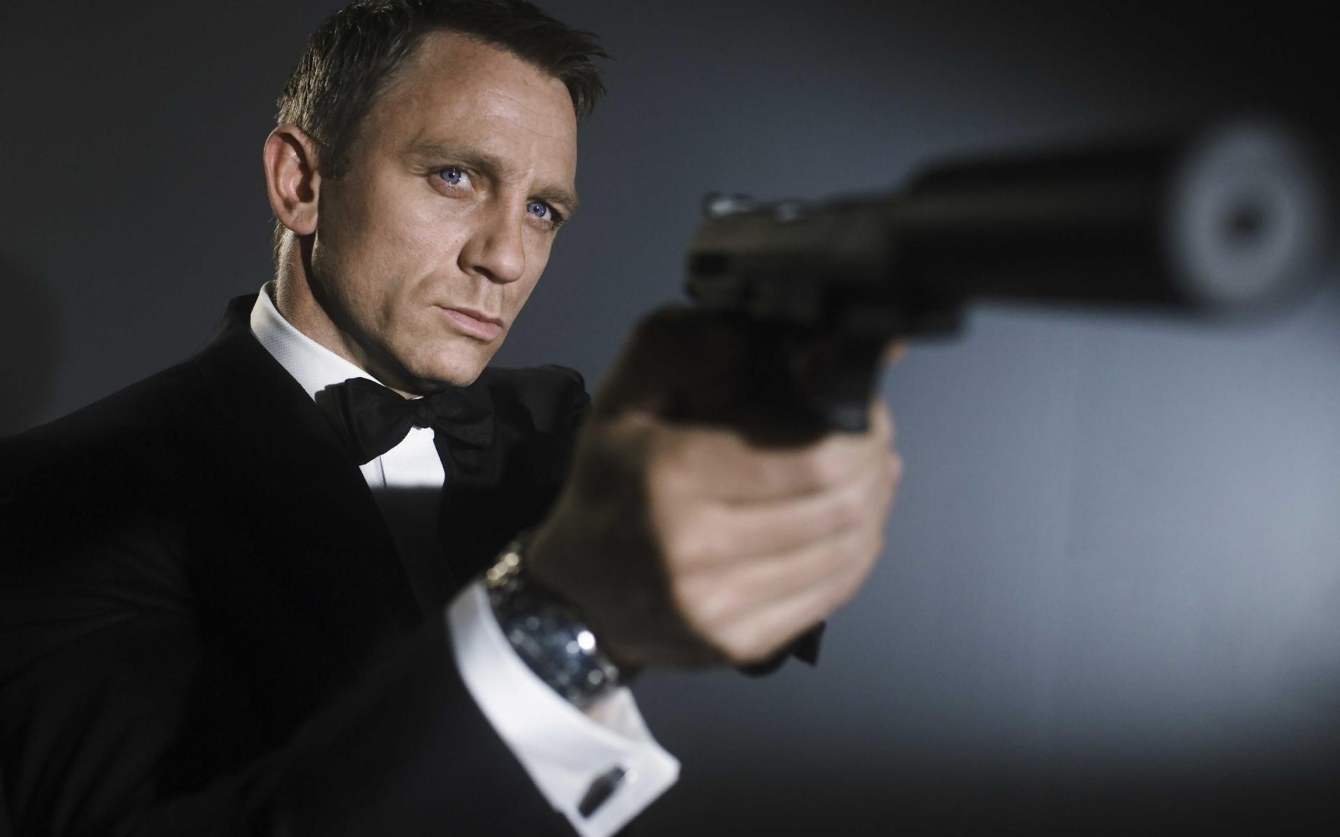 Daniel Craig mens hairstyles from James Bond