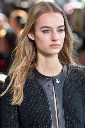 wavy hairstyles for fall 2015 at Calvin Klein