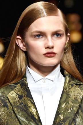 wet effect hairstyles fo fall 2015 at Donna Karan