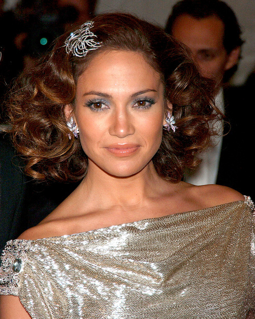 Jennifer Lopez short curly hairstyles