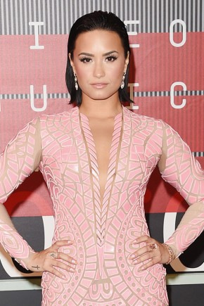 Demi Lovato Celebrity Hairstyles VMAs 2015