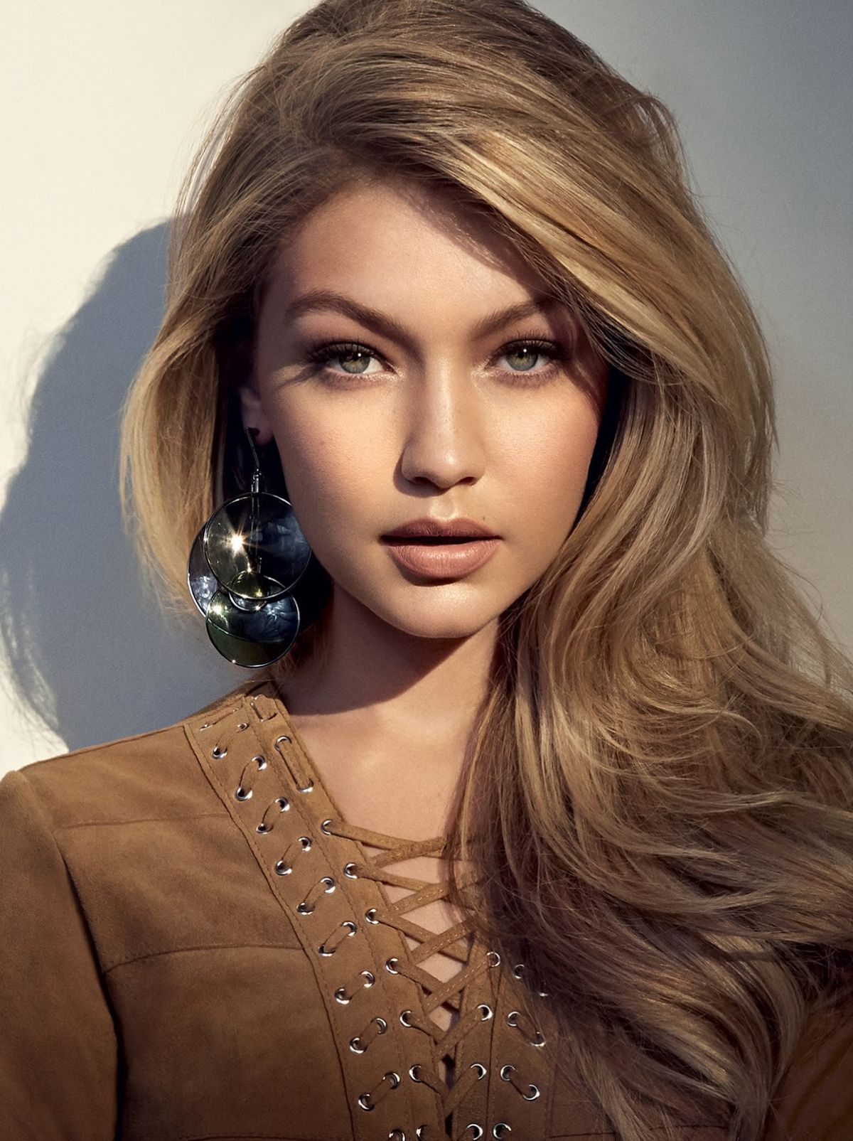 Gigi Hadid Hair Colors for 2016 Winter