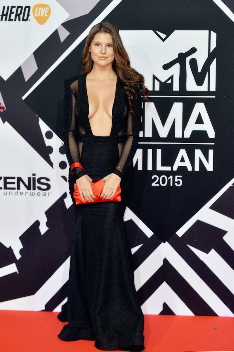 Amanda Cerny celebrity hairstyles from EMAs 2015 -1