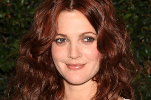 Drew Barrymore red hair colors 2016