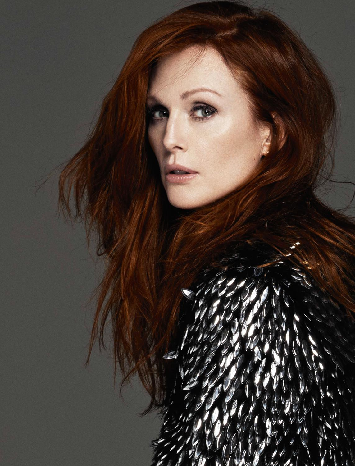 Julianna Moore red hair colors 2016