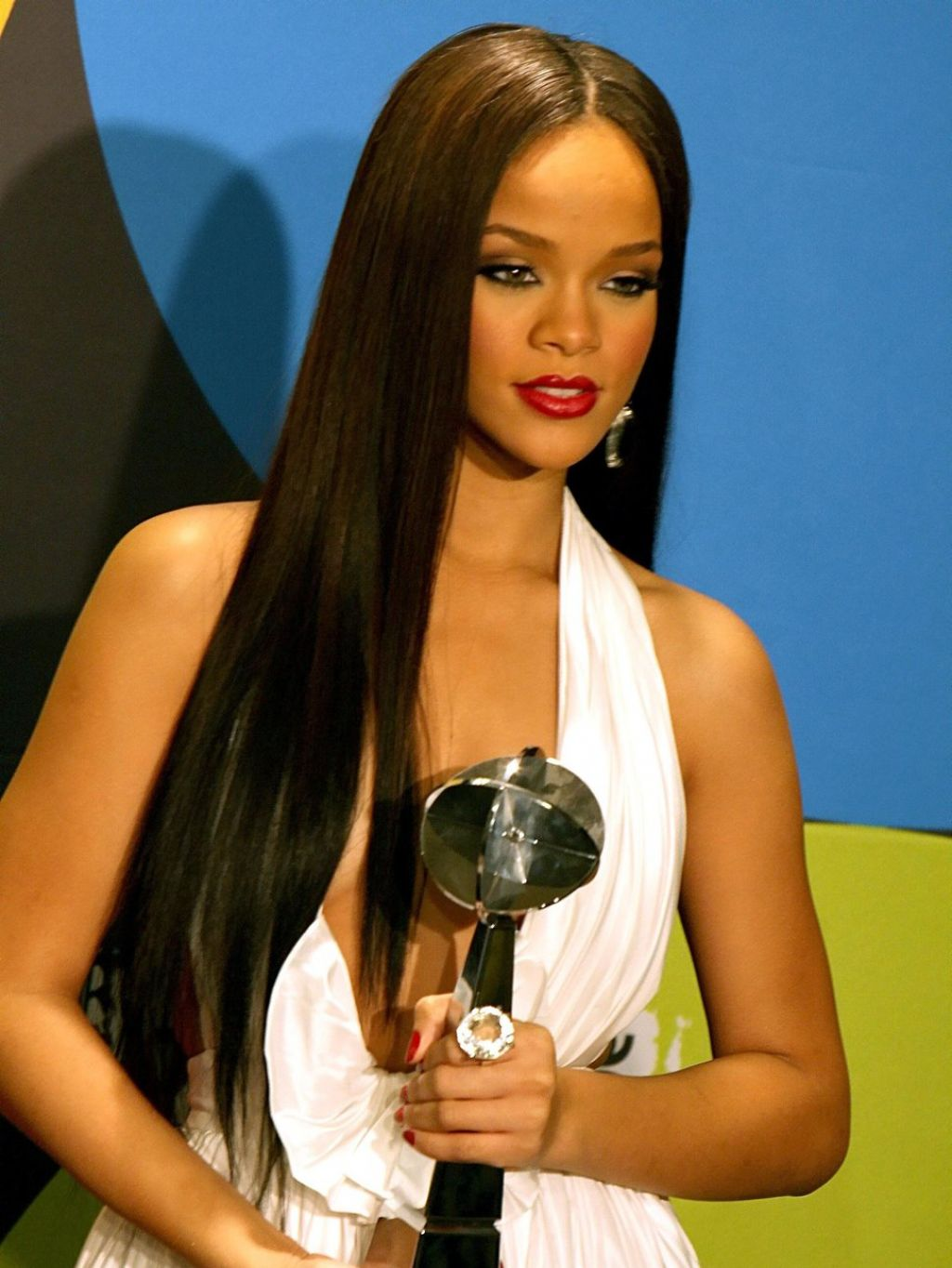 Rihanna Straight Hairstyles for black women