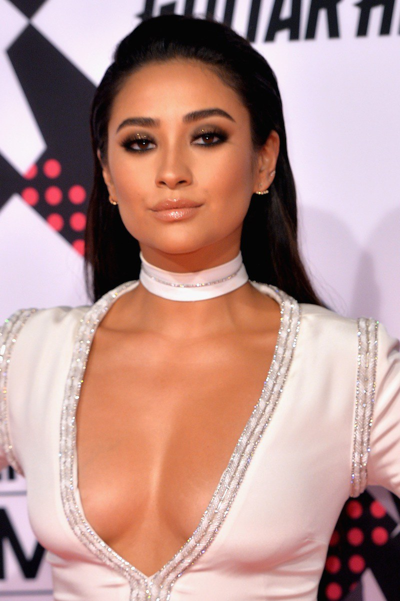 Shay Mitchell celebrity hairstyles from EMAs 2015