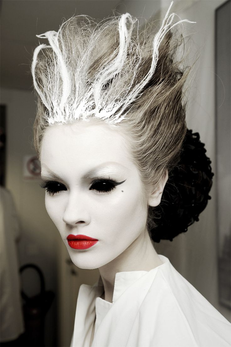 Black Swan halloween hairstyles