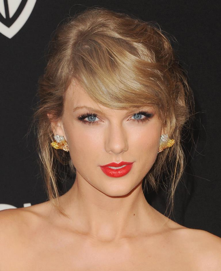 Taylor Swift holiday hairstyles 2016