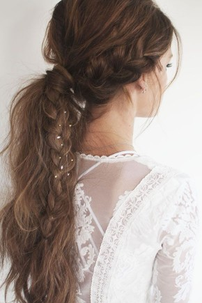 voluminous messy ponytails