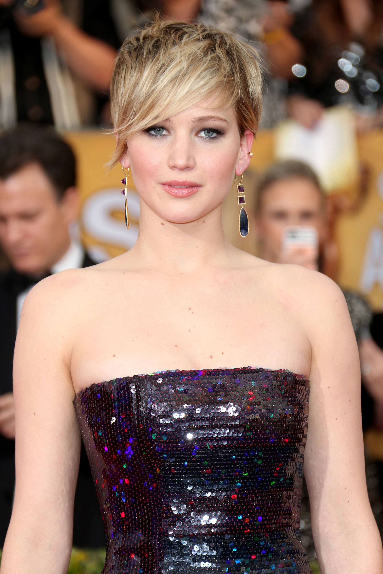 JENNIFER LAWRENCE pixie haircuts