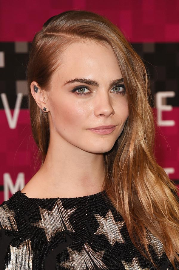 Cara Delevingne side swept hairstyles 2017
