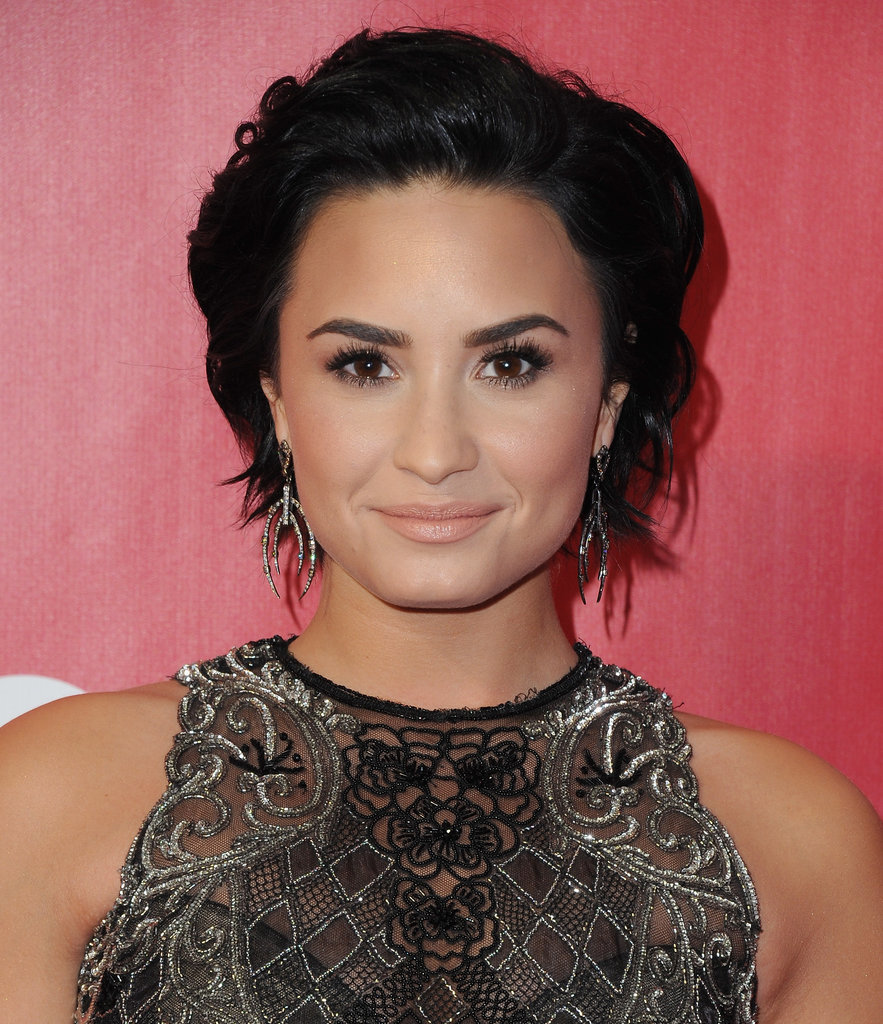 Demi Lovato Celebrity hairstyles 2016 summer