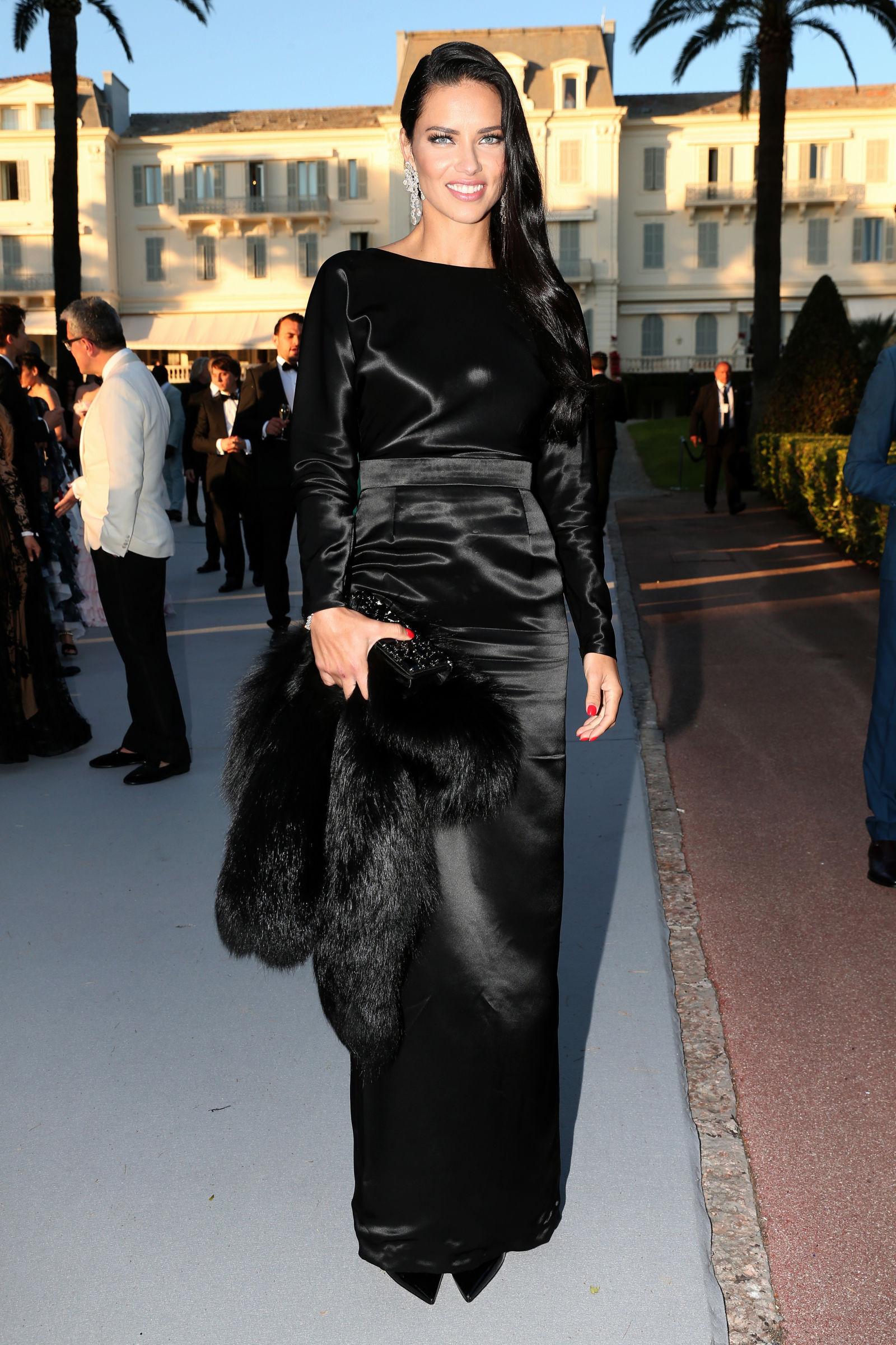 Adriana Lima smooth side swept hairstyle 2016 amfAR gala