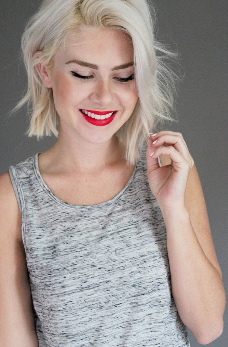 Crop cut blonde bob style