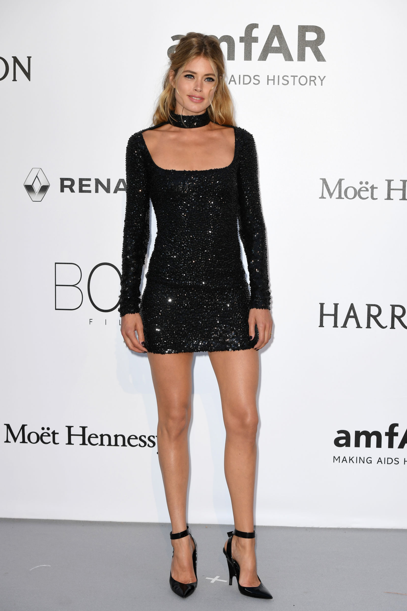 Doutzen Kroes half updo hair at amfAR 2016 red carpet