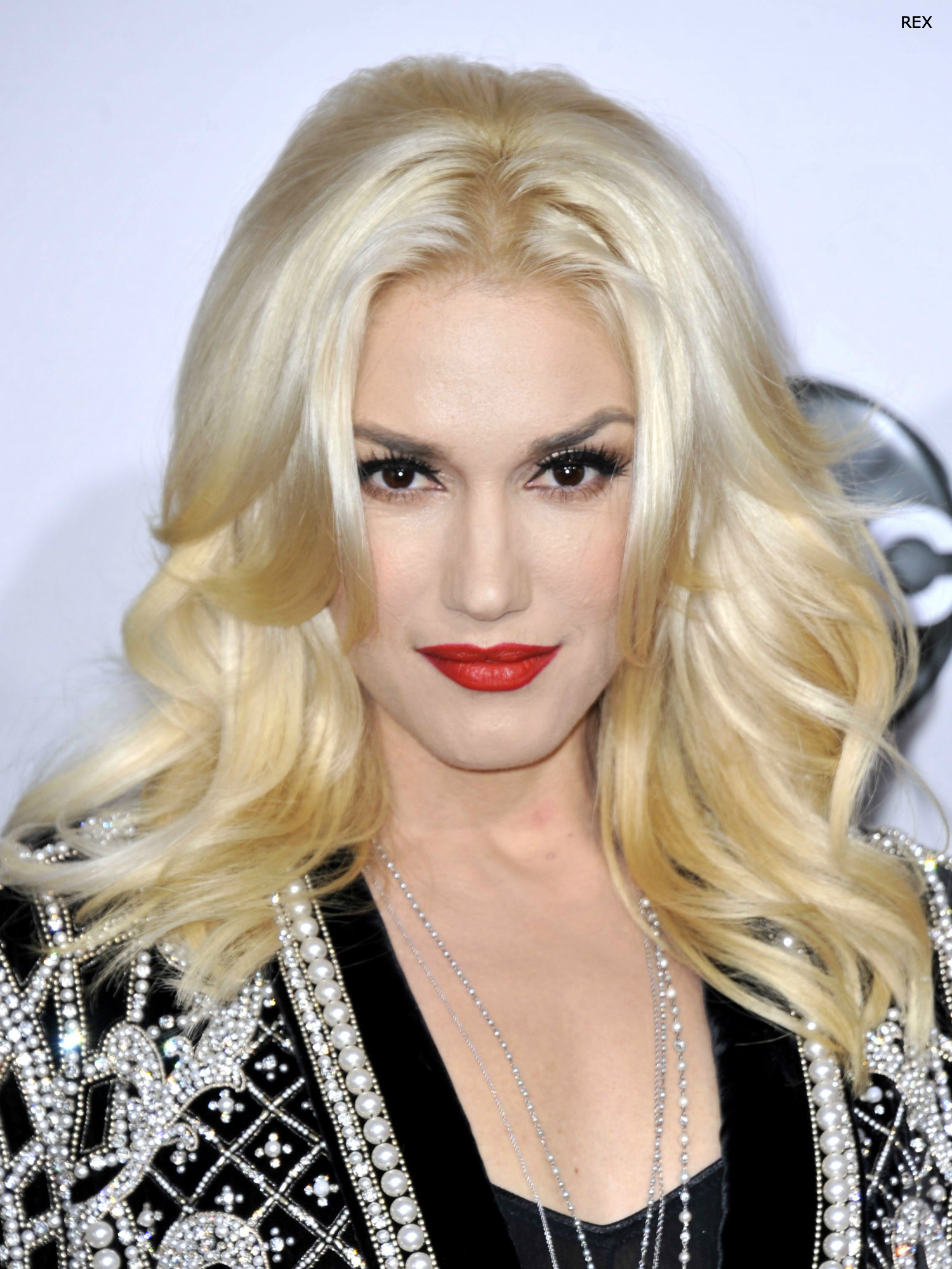 Gwen Stefani platinum gold long hair