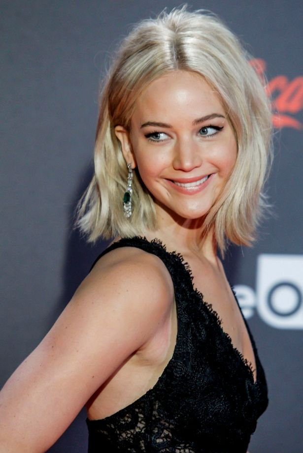 Jennifer Lawrence platinum blonde bob haircut 2016 summer