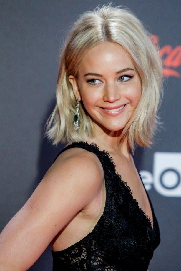 Jennifer Lawrence platinum blonde bob haircut 2016 summer
