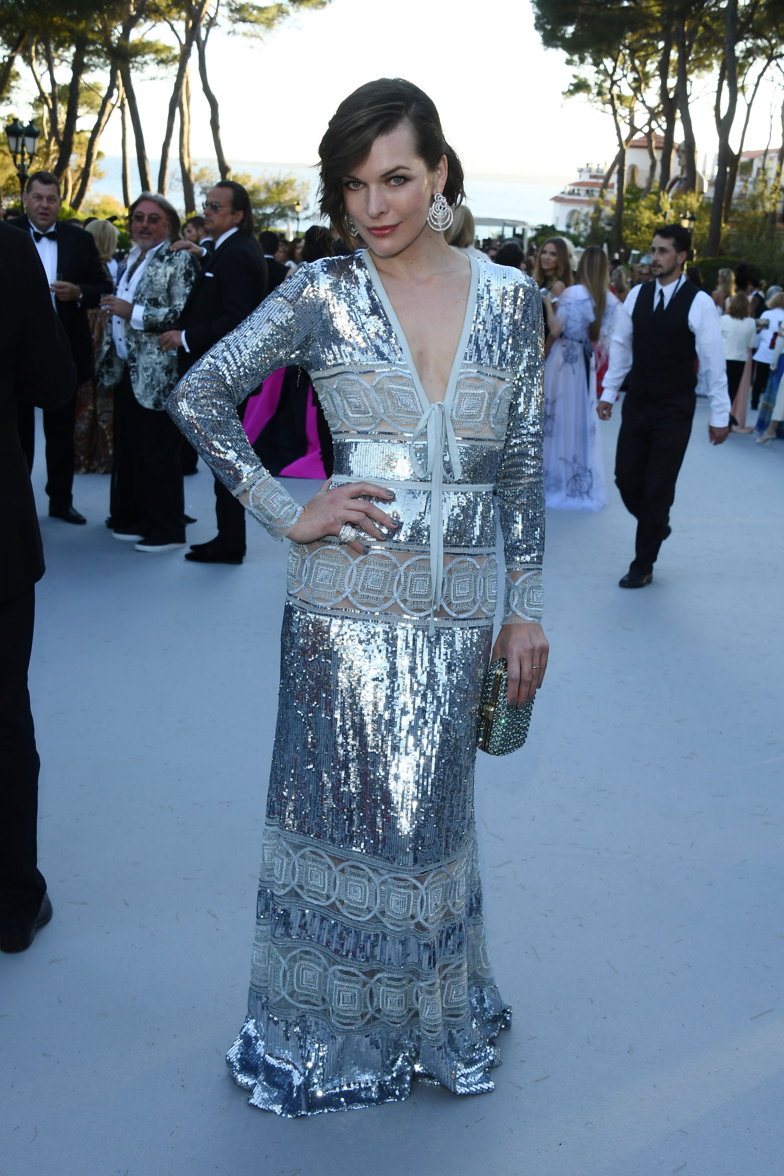Milla Jovovich soft downdo 2016 amfAR Gala