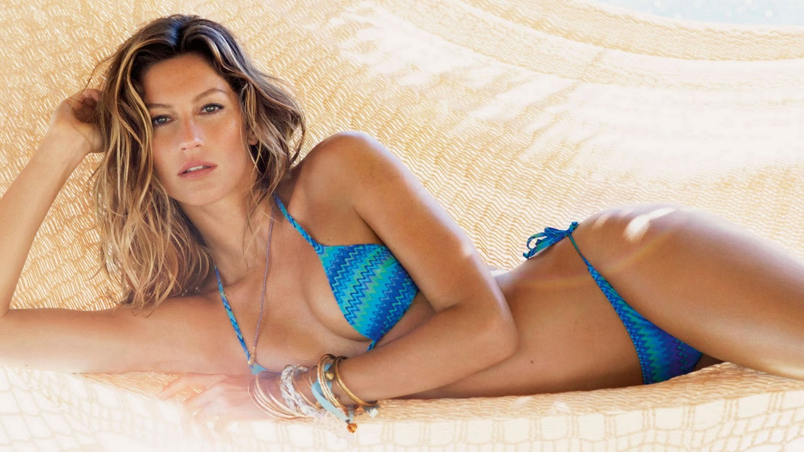 Gisele Bundchen iconic beach wavy hairstyles