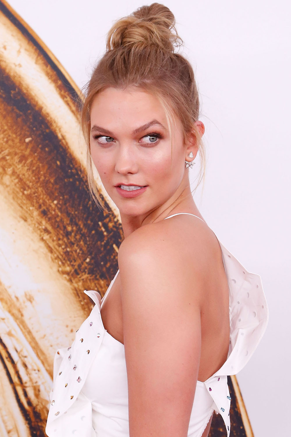2016 CFDA Fashion Awards - Karlie Kloss messy top knot