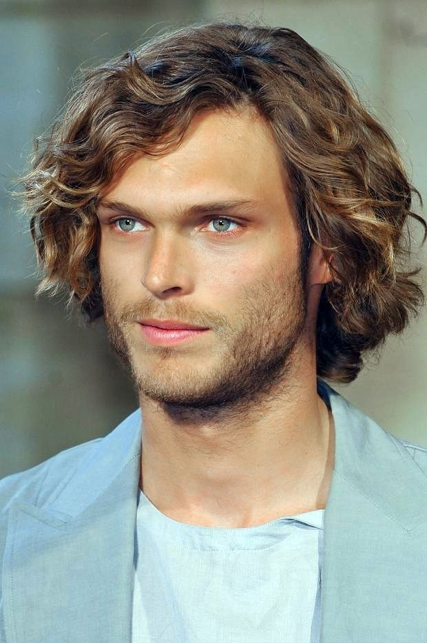 mid length wavy hair for men