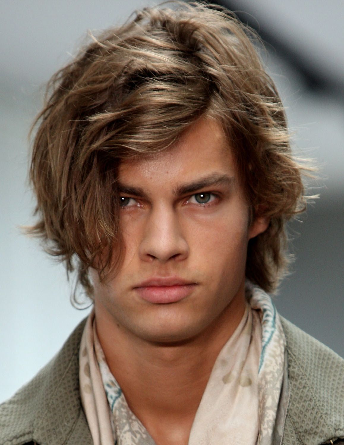 runway wavy hairstyles for men