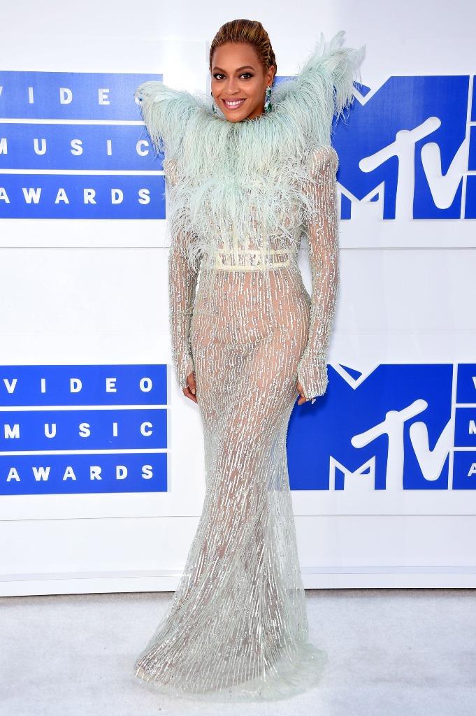 Beyonce updo hair VMA 2016