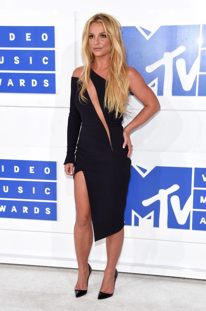 Britney Spears signature beah waves blonde hair VMA 2016