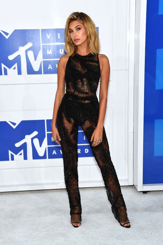 Hailey Baldwin beach waves lob haircut VMA 2016