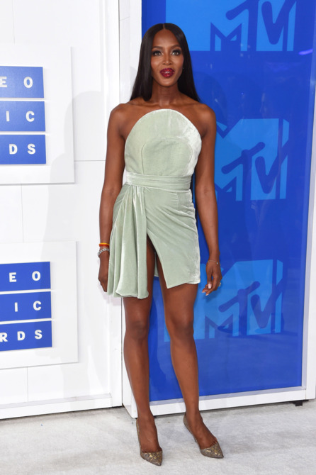 Naomi Campbell middle part hairstyles VMA 2016