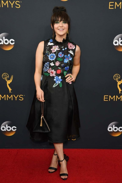 maisie-williams-cute-top-knot-with-bangs-at-emmy-2016