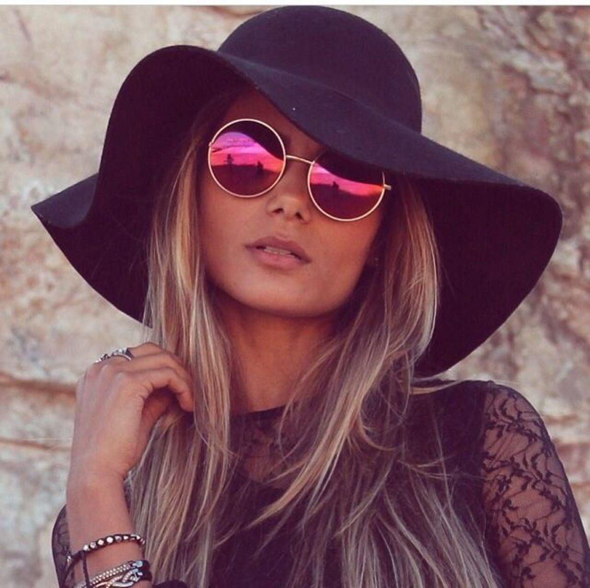 Stylish fall hats for blondes